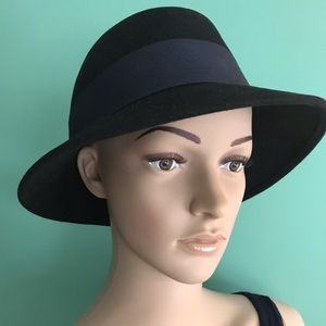 Banana Republic 100% Italian wool hat